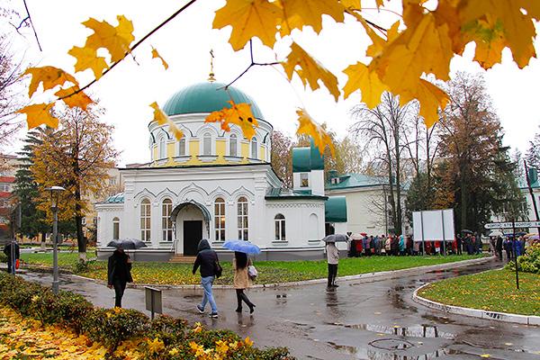 Митрополит Антоний освятил храм во имя святителя Луки Крымского на территории Об