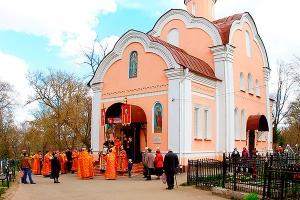 В день Радоницы Архипастырь возглавил литургию и пасхальное поминовение усопших