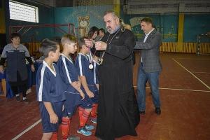 В Знаменском священник организовал межрайонные соревнования по мини-футболу среди школьников
