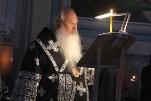 Третье в этом году богослужение с чином Пассии митрополит Тихон совершил в Успенском соборе Орла