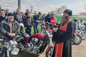 Орловские байкеры открыли мотосезон путешествий в Свято-Троицком храме Мценска