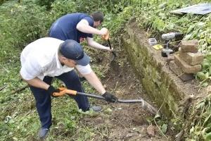 «Пробирались через двухметровую траву»: как в Орловской области нашли остатки фундамента усадьбы и школы новомучеников Сергия Шеина