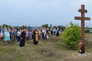 Под Мценском на месте взорванного храма установлен поклонный крест