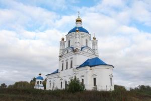 В праздник Воскресения Словущего Владыка Тихон совершил Литургию в селе Ретяжи Кромского района
