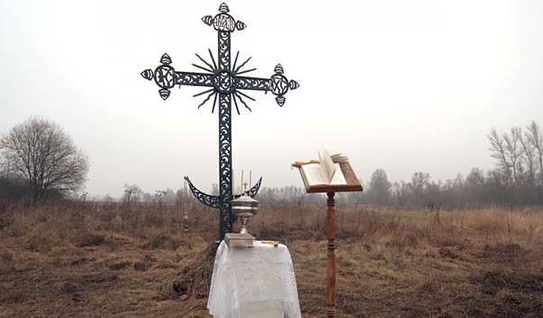 Поклонный крест возле храма Великомученика и Победоносца Георгия в селе Георгиевском
