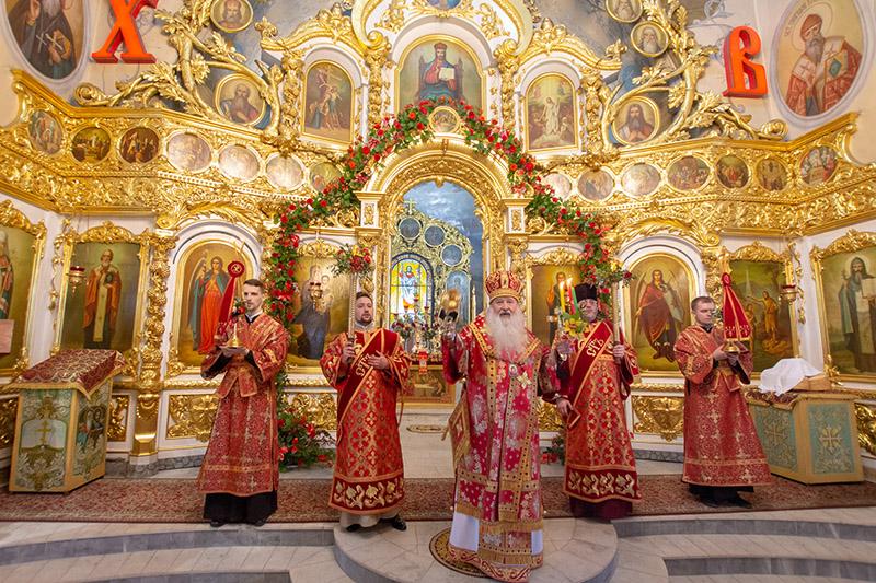 В праздник Светлого Христова Воскресения Архипастырь совершил Пасхальную великую вечерню в Богоявленском соборе